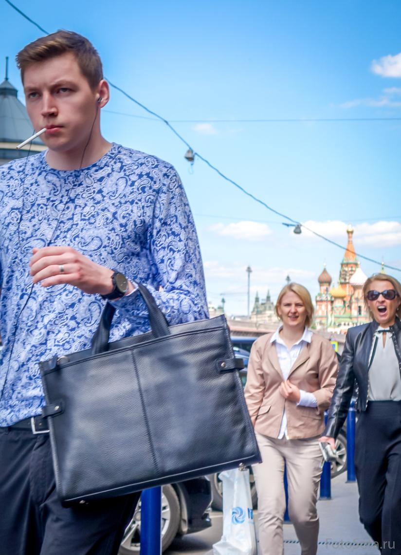 Мы шагаем по Москве