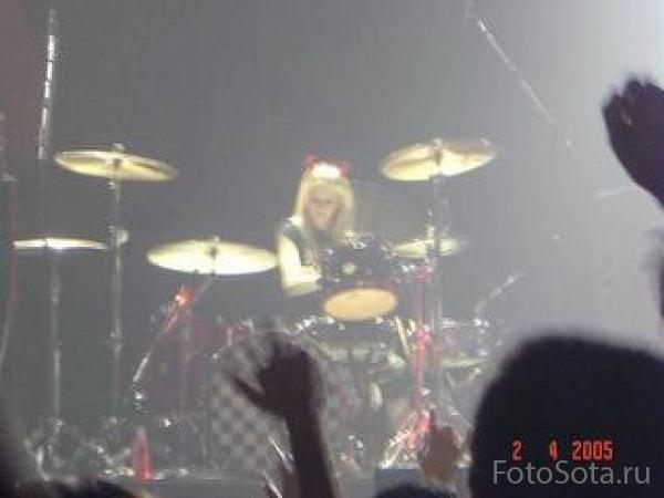 Avril на ударных